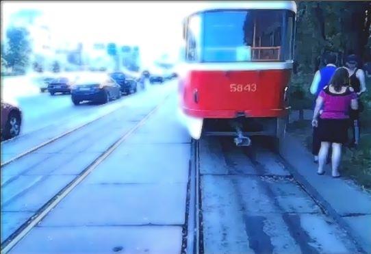 В Киеве глухонемая женщина попала под трамвай