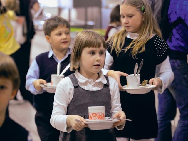 Киевских школьников кормили просроченными продуктами