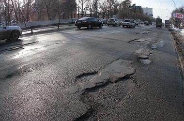 Попов пообещал, что ям на дорогах не будет ко Дню Киева