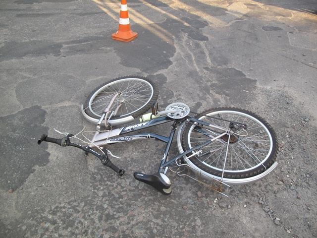 Мотоциклист сбил велосипедистку и скрылся с места аварии
