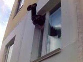 На Святошино ограбили квартиру через окно в детской комнате