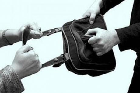 """В Киеве сотрудник """"Беркута"""" помогал грабить женщин"""