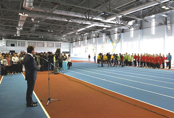 На Березняках открылся легкоатлетический манеж