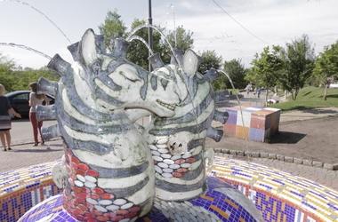 Вандалы повредили несколько парковых скульптур в Киеве