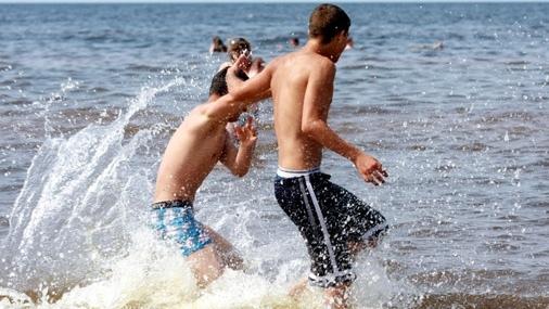 Попов разрешил купаться на 11 киевских пляжах