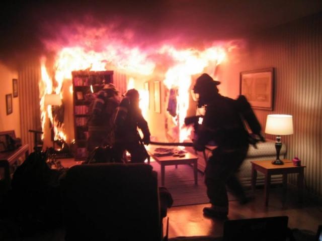 Спасаясь от пожара, мужчина задохнулся дымом в ванной комнате