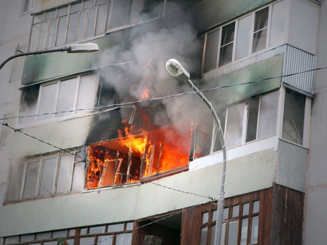 Пожарные спасли в огне 11-летнего ребенка