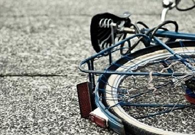 В Киеве велосипедист сбил пожилую женщину и скрылся