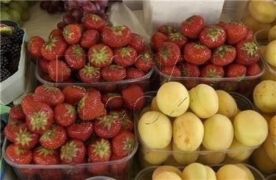 Забракованные мясо, овощи и ягоды на киевских ярмарках уходят на стихийные рынки