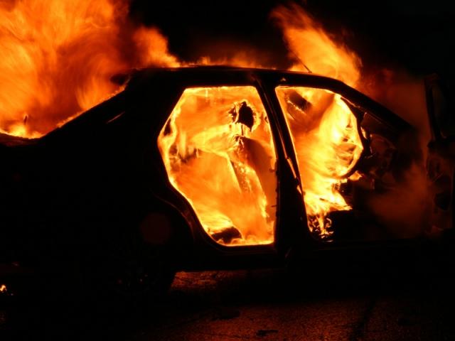 Угнанную иномарку неизвестные сожгли в Конча-Заспе