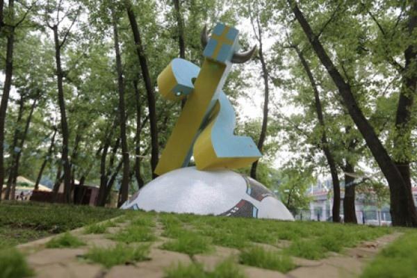 На Трухановом острове появился памятник шведским болельщикам