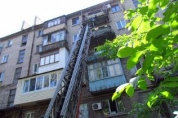 Психически больная киевлянка пыталась прыгнуть с 8-го этажа