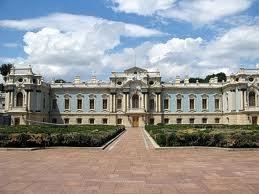 Мариинскому дворцу в Киеве сползание по склону пока не угрожает