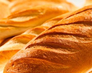 Азаров пообещал накормить киевлян хлебом