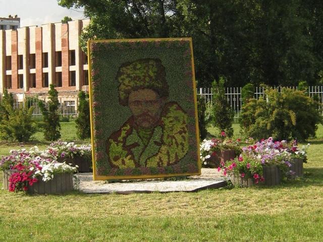 На проспекте Бажана появился цветочный Шевченко