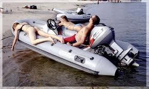 Рыбак отрубился в резиновой лодке прямо посреди Днепра