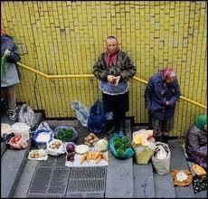 Киевская милиция не помогает ликвидировать стихийную торговлю в метро