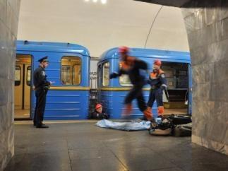 За спасение самоубийцы в метро начальник спасателей получил условный срок