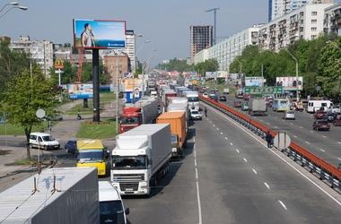 Грузовикам разрешат ездить в Киеве лишь с 22:00 до 10:00