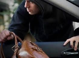Охранники столичных ТЦ помогают грабить машины