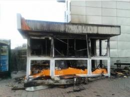 Возле Южного вокзала сгорел киоск с едой