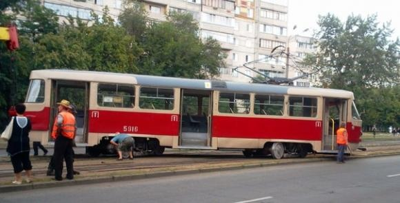 В Киеве ломаются трамваи: теперь отлетают колеса