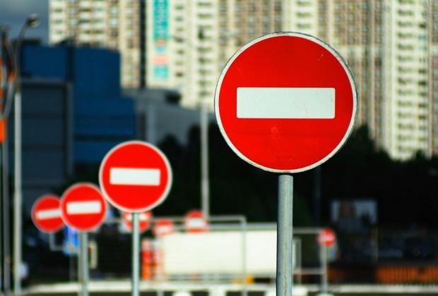 По Владимирскому спуску на два дня ограничат движение транспорта