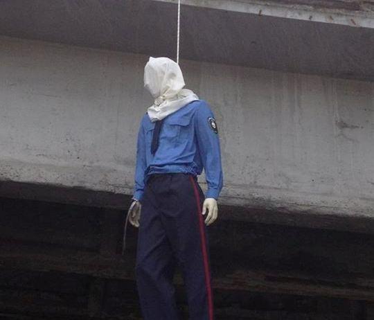 На Воздухофлотском мосту неизвестные повесили ГАИшника