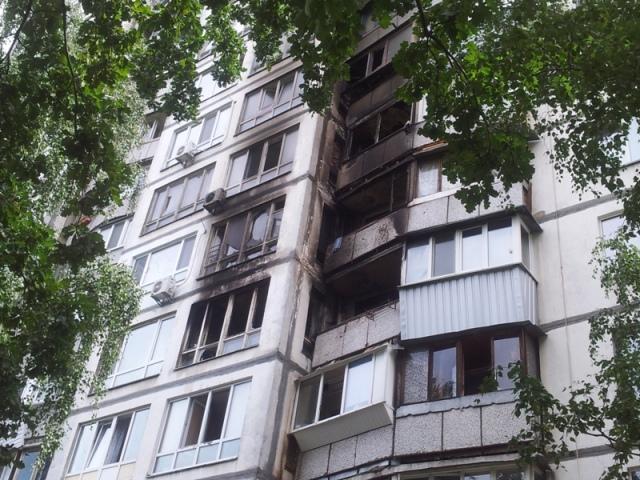 В жилой 16-этажке горели балконы на четырех этажах