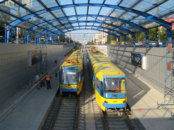 Проезд в скоростном трамвае на Троещину стал платным.