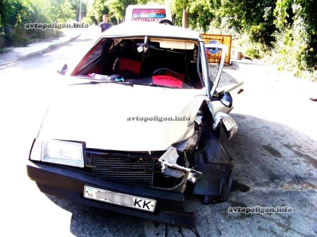 На Печерске водитель такси попал в ДТП