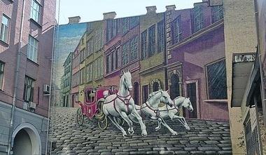 На Прорезной активисты снова нарисовали картину на фасаде дома