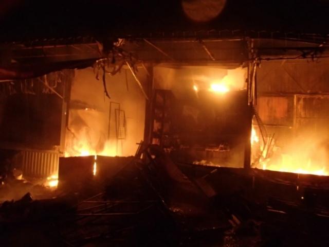 Подробности пожара на рынке по улице Героев Днепра