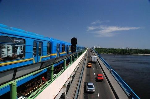 Синюю ветку киевского метрополитена продлят наземным метро