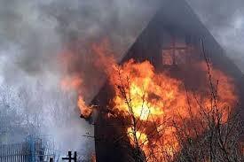 В Киеве горел дачный домик