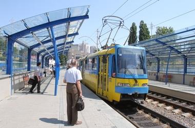 На станции скоростного трамвая погиб 77-летний дедушка