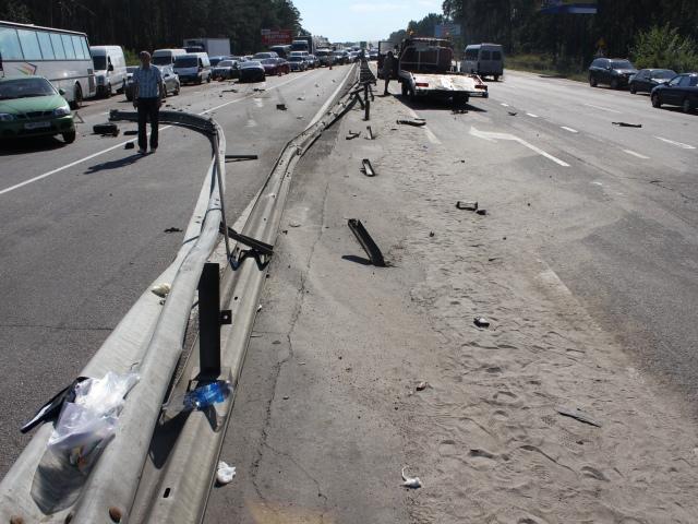 Под Киевом водитель угробил свою жизнь и отправил пассажиров на больничные койки