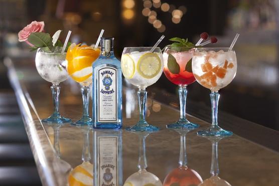 Киевляне во время отпуска хотят пить, кушать и развлекаться