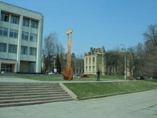 Возле КПИ установили скульптуру с Wi-Fi
