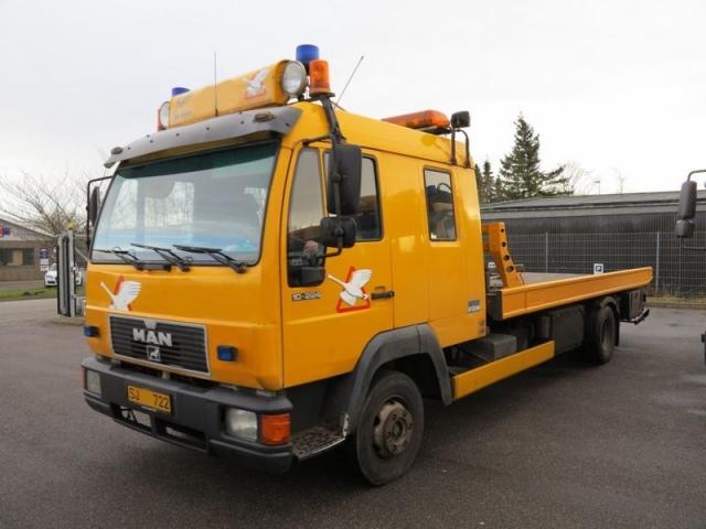 Эвакуатор протаранил пять машин
