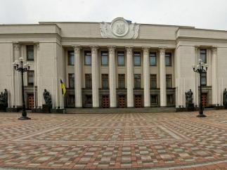 Депутатов лишили парковок под Радой