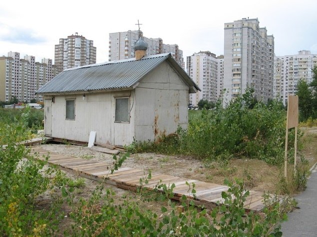 На Позняках вместо школы появилась церковь-сарай