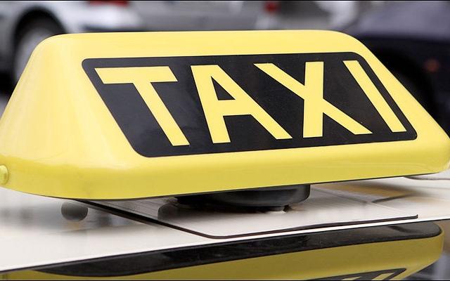 """Киевляне """"разводят"""" водителей такси"""