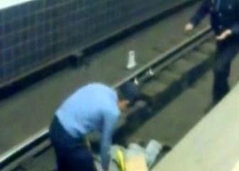 """На станции """"Вокзальная"""" на рельсы упал человек"""