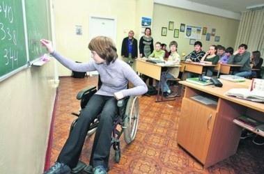 """В киевской школе № 168 установят лифт для """"особенных"""" детей"""