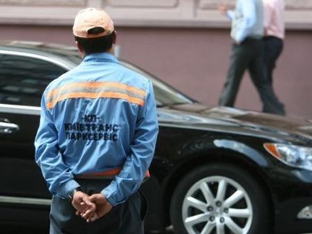 Попов не хочет закрывать незаконные парковки