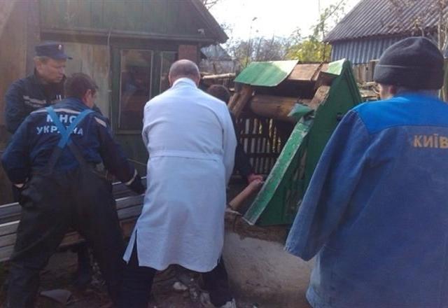 Под Киевом погиб мужчина, провалившийся в колодец
