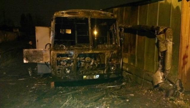 """На Подоле сгорел автобус """"ЛАЗ"""""""