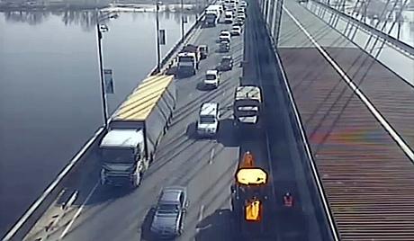 """Киевавтодор """"арендует"""" на выходные Южный мост"""