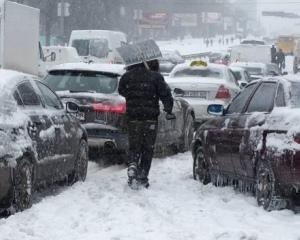 Киевлян пугают снежными завалами и не расчищенными от снега дорогами